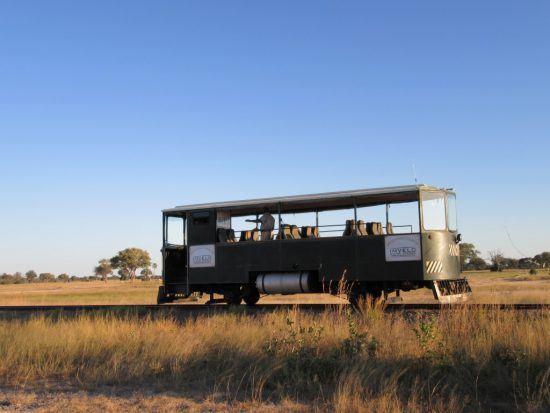Der Elefanten-Express im Hwange Nationalpark