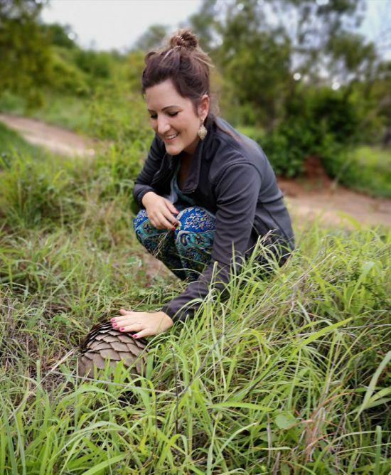 Julia Grass entdeckt ein Schuppentier im Sabi Sand Game Reserve