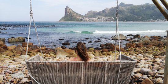 Julia Grass genießt den Ausblick auf Hout Bay und die Bucht