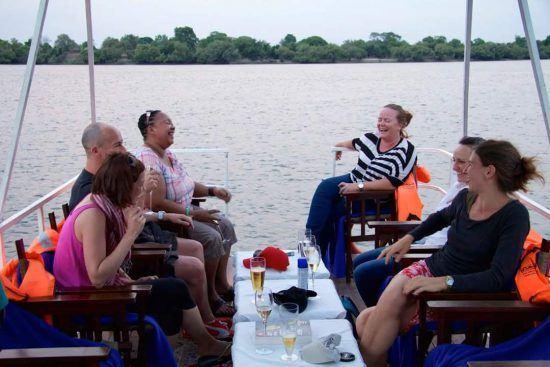 Manuela und Kollegen auf einer Bootsfahrt