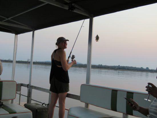 Peggy au bord du lac Kariba: Mon tout premier poisson