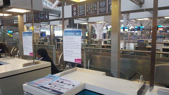 Flug in Covid-19-Zeiten - Sicherheitsmaßnahmen am Flughafen in Kapstadt