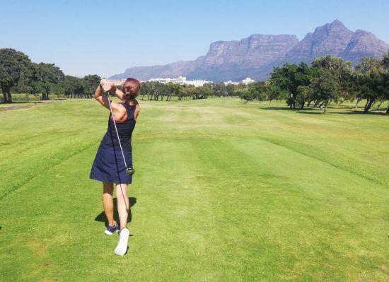 Lieblingsaktivitäten im Sommer: Manu beim Golfen am Kap